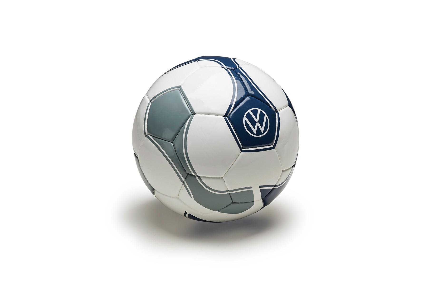 Piłka nożna wzór FIFA, nowe logo VW